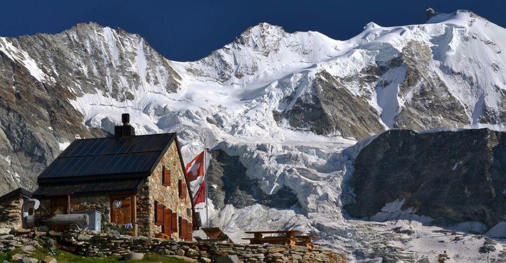 Frage andere Tourenfahrer nach tollen Orten in den Alpen, sie werden dir bestimmt viele Antworten geben.