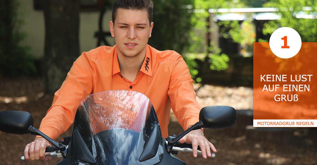 Es macht keinen Sinn das Motorrad mit allem möglichen, was man vielleicht brauchen könnte zu beladen. Denke immer daran, dass ein vollgepacktes Motorrad auch schwerer zu handeln ist!