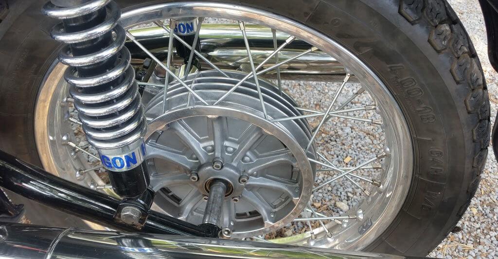 Zögere nicht eine Werkstatt aufzusuchen, wenn du einen Defekt an deinem Motorrad feststellst.