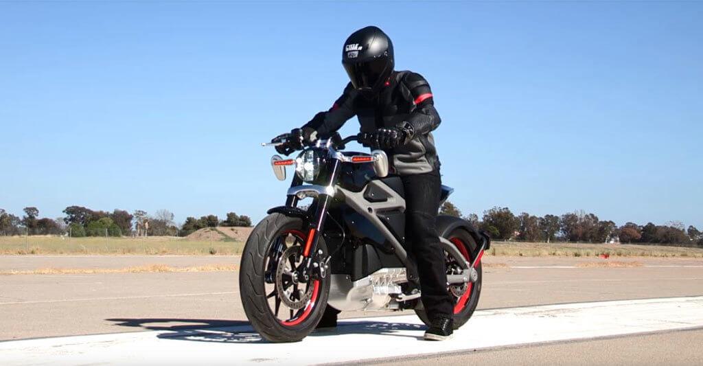 Natürlich wurde die Harley-Davidson »LiveWire« bereits von vielen echten Motorradexperten getestet und überzeugte vor allem durch ihre schnelle Beschleunigung.