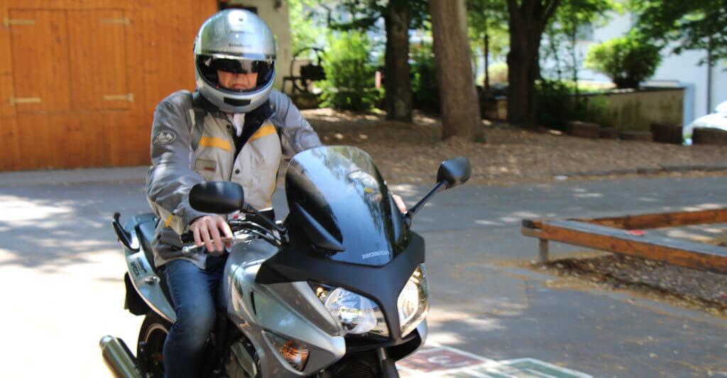 Wenn das Motorrad technisch in gutem Zustand ist, stelle dir vor mit ihm die Welt zu erkunden, wenn du dann immer noch überzeugt bist und der Preis stimmt, kaufe es!