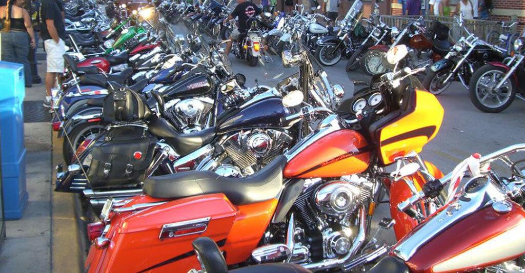 Hast du endlich das richtige Motorrad aus hundert Angeboten gefunden, dann sei froh und behandel es gut.