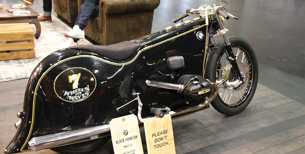Ausgefallene Motorräder, Chopper, Offorad Bikes, soweit das Auge reicht