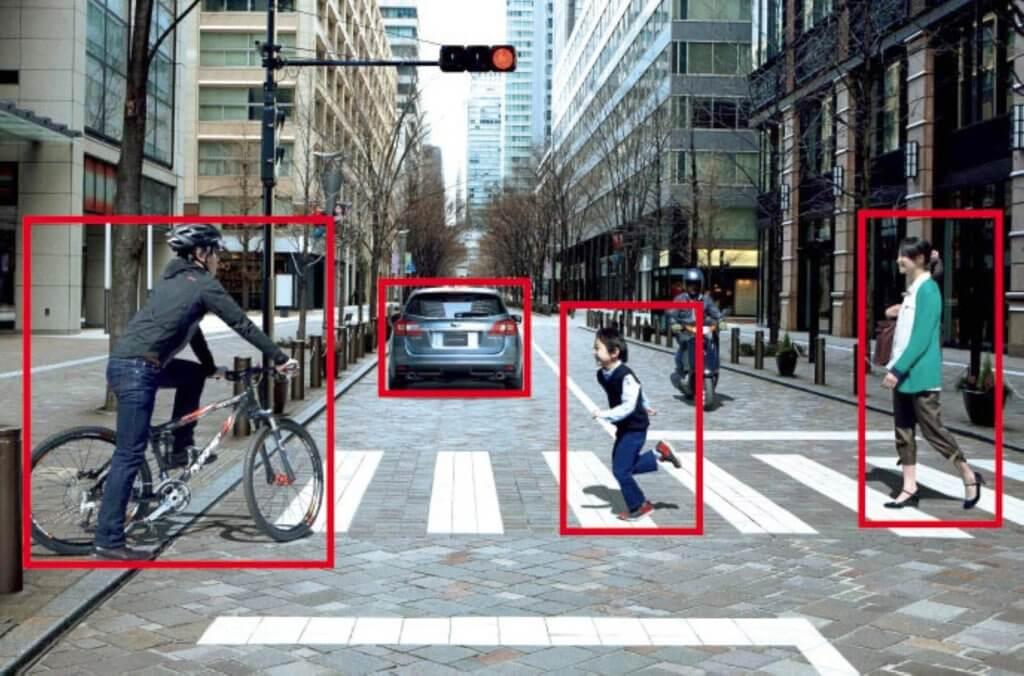 Auch Eye-Tracking Kameras von Autoherstellern können Motorradfahrer übersehen