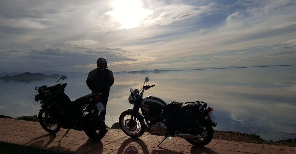 Es gibt so viel zu entdecken. Spring auf dein Tourenmotorrad und fahre los!