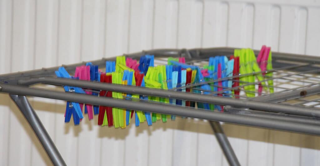 Um deine GORE-TEX® Motorradjacke elastisch zu halten, lege sie zum Trocknen über einen Wäscheständer