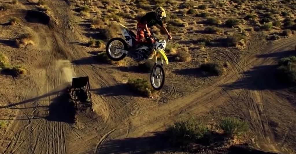 Fliege mit deinen neuen Motocross Handschuhen.