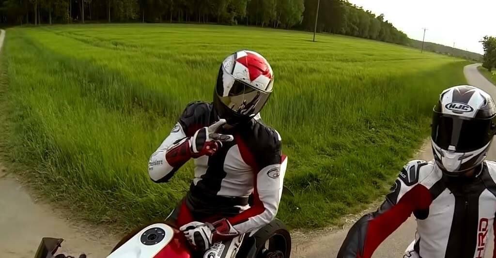 Mit schönen Motorradhandschuhen die zur deiner anderen Schutzkleidung passen machst du überall eine gute Figur.