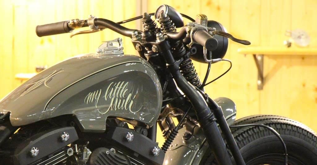 Biker die eine Harley fahren sind schlagfertige Typen, egal ob mit der Hand oder der Sprache.