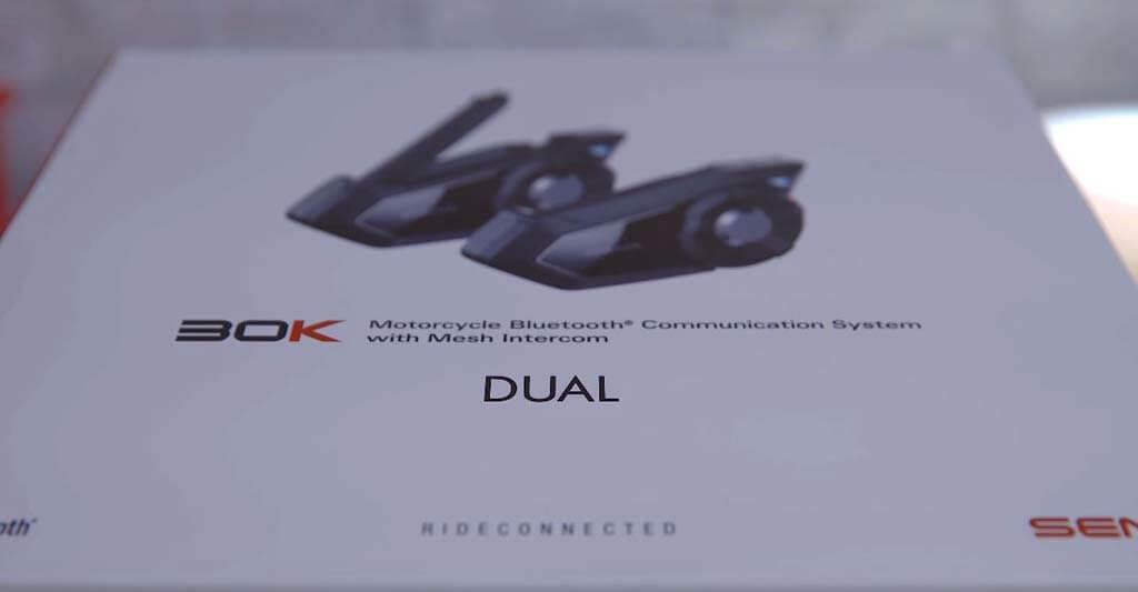 Wenn du dir das SENA 30 K Motorrad Headset einmal genauer anschauen willst, kannst du dies gerne auf unserer Produktdetailseite tun. Wenn du ein Headset für große Motorradgruppen suchst, bist du bei dem 30 K von SENA an der richtigen Adresse.