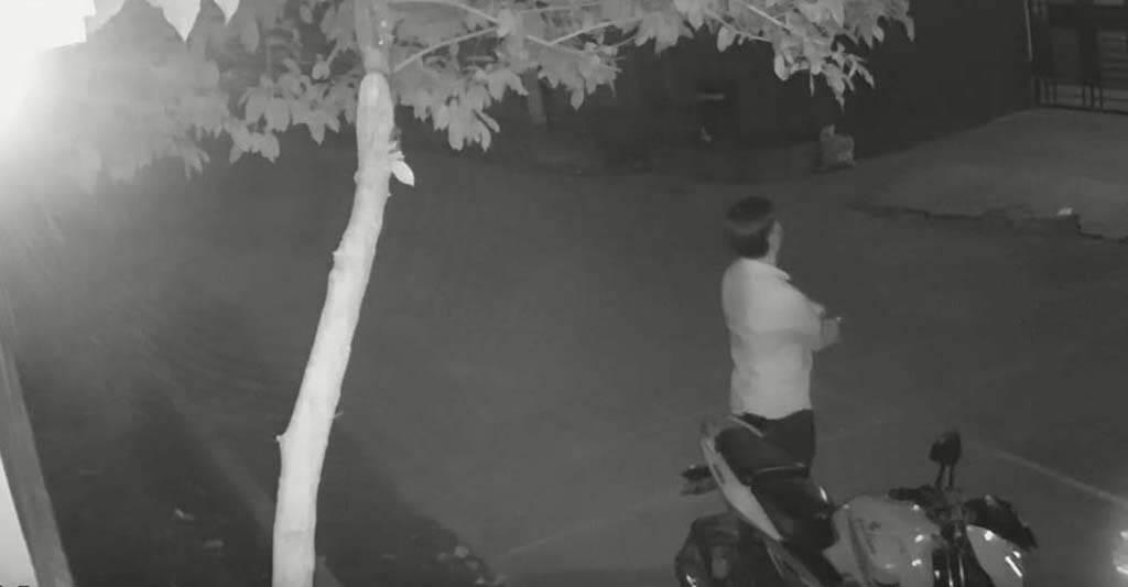 Der Motorraddieb kommt oft in der Nacht, sorge dafür, dass er dein Motorradschloss nicht knackt.