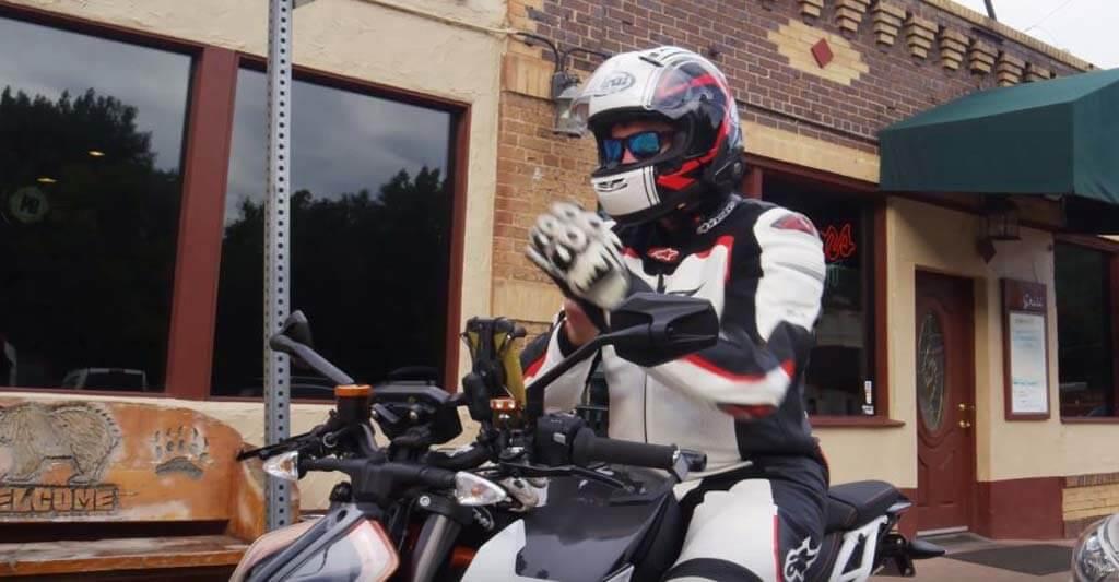Wenn du dich an das neue Motorrad Headset gewöhnt hast, wirst du nicht mehr ohne auskommen.