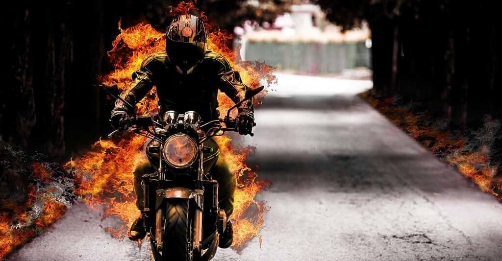 Wenn du keine Motorradbatterie an deinem Motorrad montiert hast, kann es auch nicht anspringen und die Energie auf die Straße bringen.