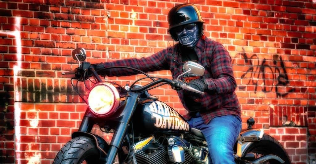 Frage doch einen deiner Motorradfreunde um Hilfe.