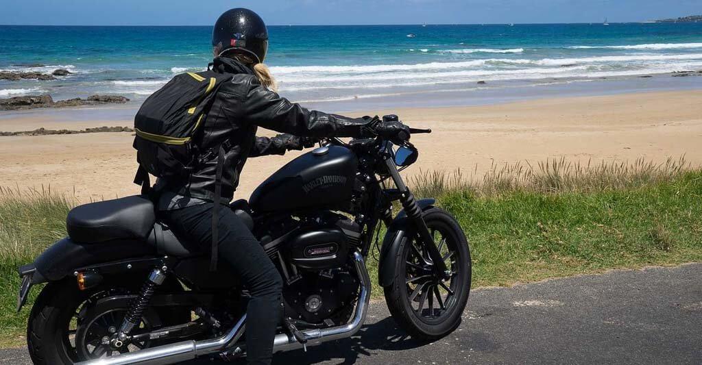Es ist doch viel schöner das Meer rauschen zu hören. Wenn du in einer Motorradgruppe auf eine Reise aufbrichst, kann ein Motorrad Headset dennoch ratsam sein.
