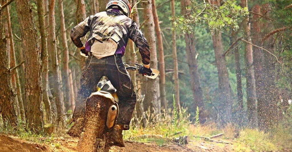 Steigere dein fahrerisches Können auf den anspruchsvollsten Motocross Strecken in Deutschland und Europa.