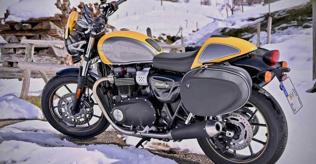 Dein Motorrad braucht im Winter mehr Zeit warmzuwerden, darum gehe schonend mit ihm um.