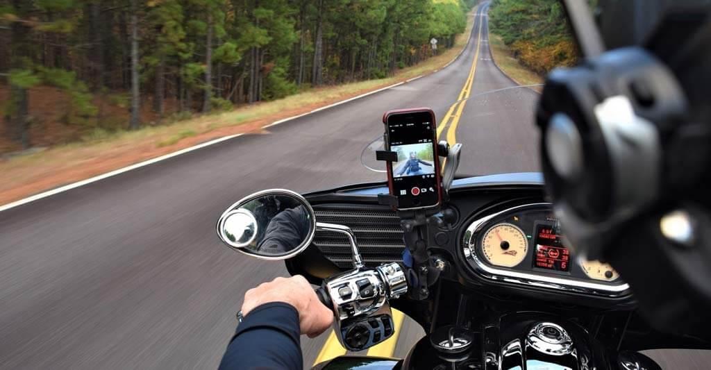 Es ist ein Zusammenspiel, dass wie beim Autofahren mit manueller Schaltung etwas Übung erfordert.
