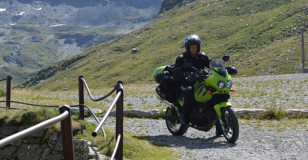 Finde deinen passenden Helm, um die Welt auf deinem Bike zu erkunden.
