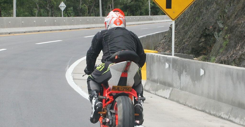 Dein Motorradhelm muss nicht nur gut aussehen, sondern auch einen bestmöglichen Schutz bieten.