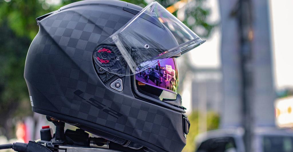 Finde einen Motorradhelm, der dir mehrere Jahre gefallen wird, dann verspürst du nicht so schnell das Verlangen nach einem neuen Objekt.
