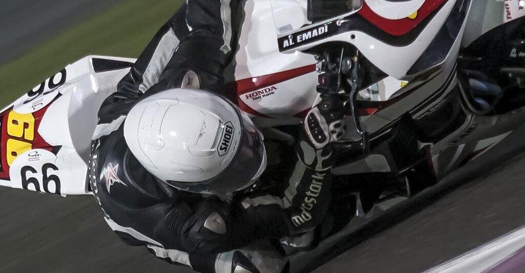 Motorradhelme sollten auch in der Neigung leise sein.