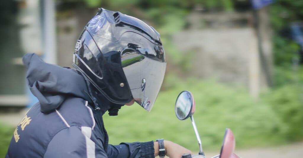 Wenn du einen Motorradhelm besitzt solltest du das Ablaufdatum nicht vergessen.