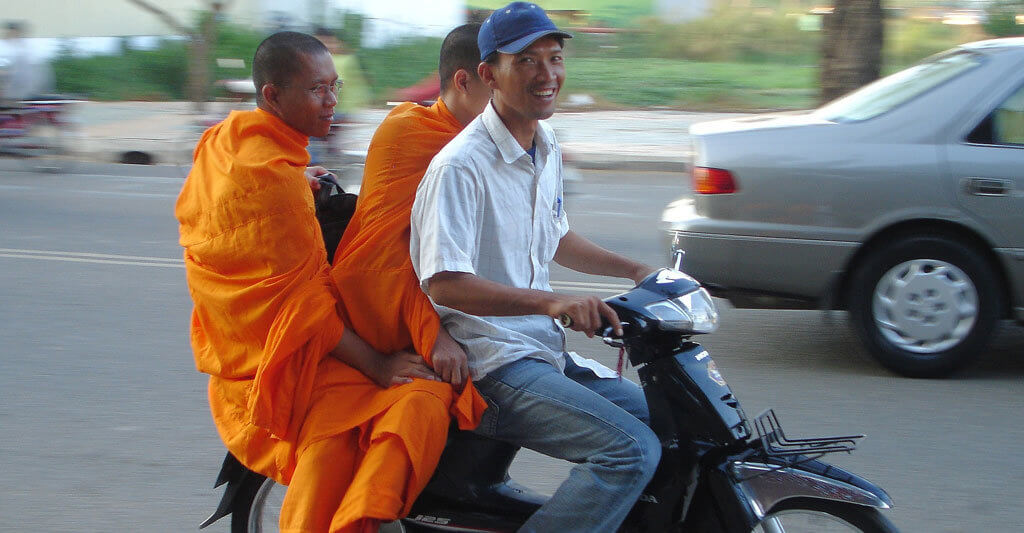 Auch wenn es in einem Land keine Helmpflicht gibt, solltest du an deine Sicherheit denken.
