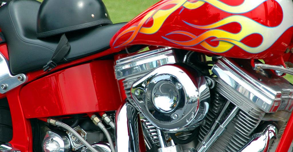 Wenn du ein Motorradfreund bist, der gerne an seiner Maschine herumschraubt oder herumschrauben lässt, solltest du die folgenden rechtlichen Grundregeln, im Hinterkopf behalten.